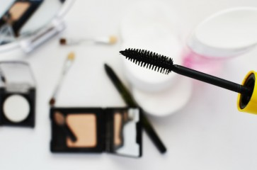 fashion-girl-makeup-paint-large